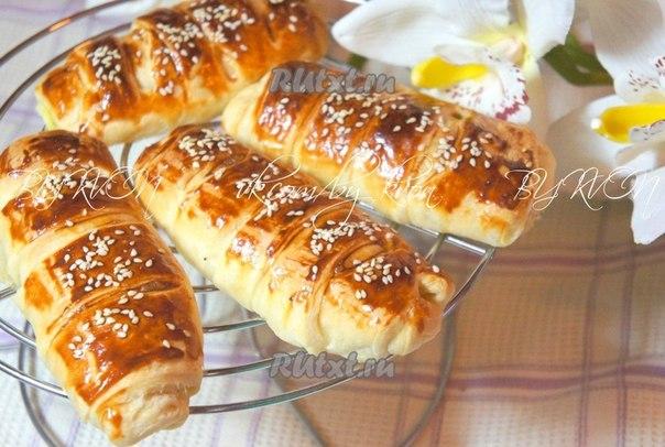рецепт булочки с творогом из слоеного теста рецепт с фото